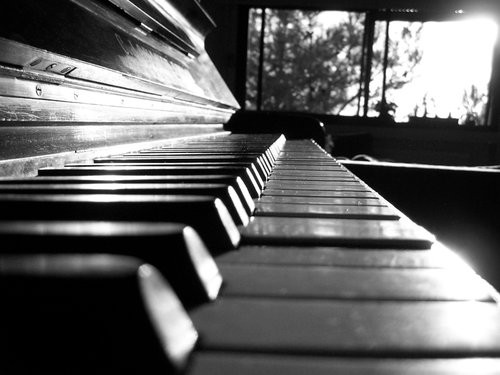 ,piano,black,and,white,silence,