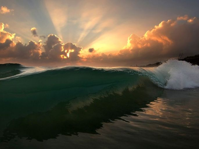 wave-sunrise-oahu_70957_990x742