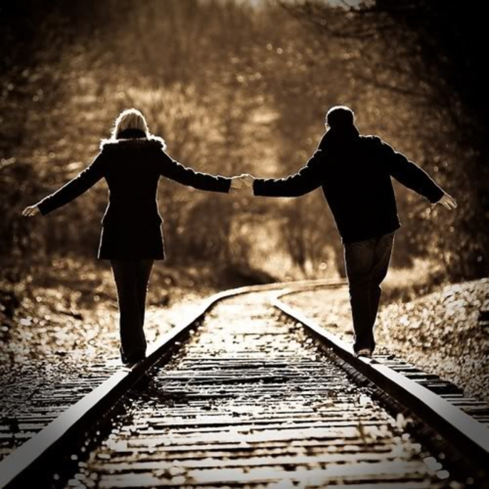 in-love-couple-at-train