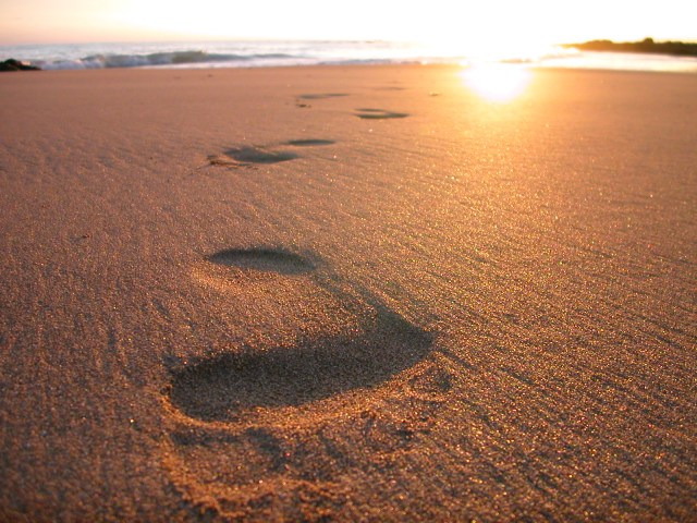 footsteps-in-the-sand-2