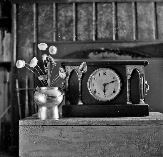 b&w clock