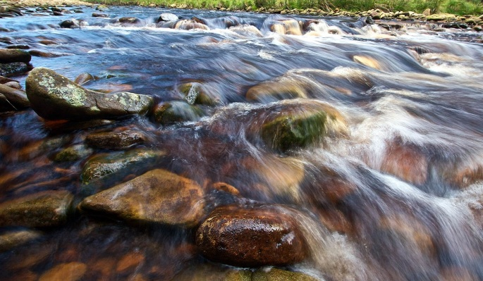 derbyshire-mountain-stream