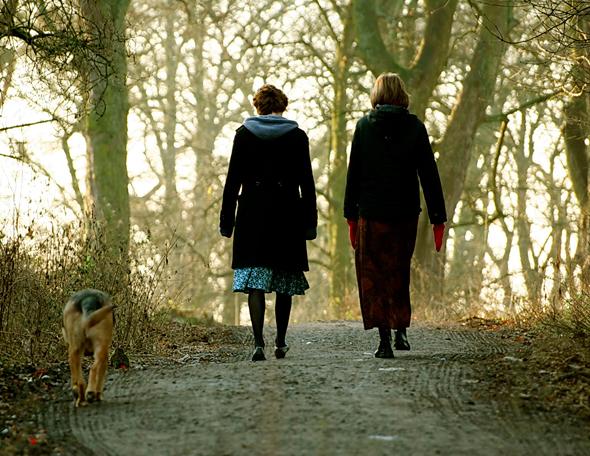 friends-walking