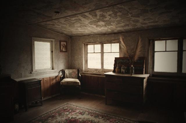 Old, threadbare room